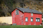 Small abandoned red wooden rural Norwegian house — Stock Photo
