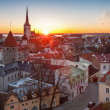 Early morning cityscape with rising sun light in old town of Tallinn, Estonia — Stock Photo