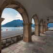Archway in the old house in Perast town, Montenegro — Stock Photo