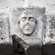 Bas-relief of a man's face on ancient house facade in Perast town, Montenegro — Stock fotografie