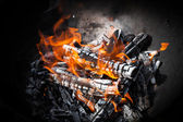 Closeup photo of natural outdoor bonfire — Stock Photo