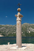 Cross on the island of Lady of the Rocks. Bay of Kotor — Stock Photo