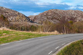 Turning asphalt road in Norway — Stock Photo