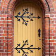 Gothic door in red brick wall of old Cathedral, Riga, Latvia — Stock Photo
