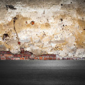 Grunge city background with old brick wall and asphalt — 图库照片