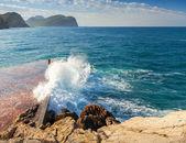 Breakwater with breaking wave. Montenegro, Adriatic Sea — Foto de Stock