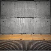 Abstraktní prázdné průmyslový interiér s betonovou zeď a zkorodovaných — Stock fotografie