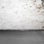 Empty grunge urban interior background. Old white wall and asphalt — Stock Photo