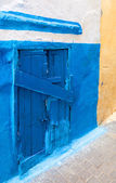 Locked blue wooden door in old Medina, historical part of Tanger city, Morocco — Stock Photo