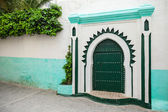 Green wooden gate of ancient mosque in Medina. Tangier, Morocco — Foto de Stock