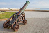 Ancient cannon stands on the beach in Tangier, Morocco — Stock Photo
