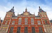 Facade of Amsterdam Centraal old building. Central railroad station — Foto Stock