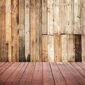 пустой шероховатый деревянный интерьер фон с красной пол — Стоковое фото