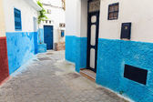 Narrow street in old Medina. Tangier, Morocco — Stock Photo