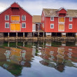 Red and yellow wooden houses in Norwegian fishing village — Stock Photo