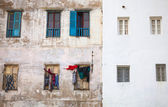 Old living house wall in Medina of Tangier, Morocco — Stok fotoğraf