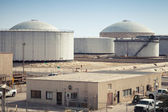 Group of big fuel tanks. Ras Tanura oil terminal, Saudi Arabia — Stock Photo