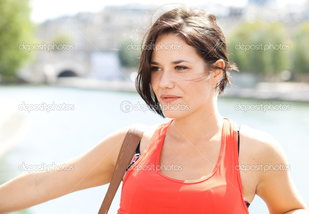 Portrait of a beautiful young woman with the Seine in background - Paris — Stock Photo #12835311