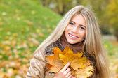 Felicidad en otoño — Foto de Stock