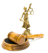 Statue of justice and gavel on white background — Stockfoto