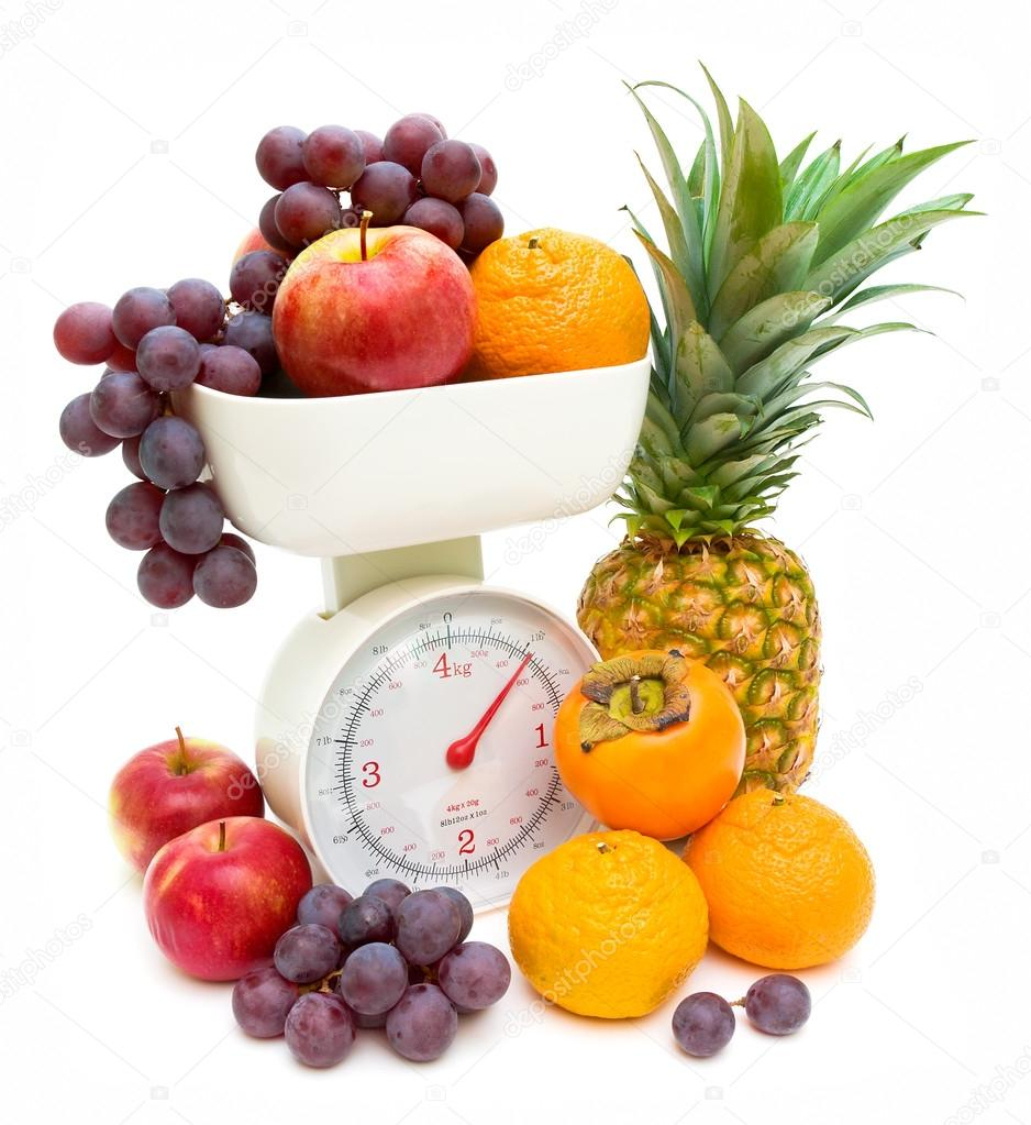 Kitchen scales and fresh fruits isolated on white background — Stock Photo #16850025