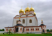 Vista da catedral de iver com o mosteiro de iversky, rússia. — Fotografia Stock