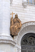 A fragment of the Cathedral of Christ the Savior. Bronze sculptu — Stock Photo
