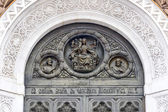 Baixo-relevo sobre a entrada principal para a catedral de christ t — Foto Stock