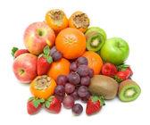 在白色背景上的新鲜水果 — 图库照片