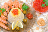 Cooked rice with shrimp, caviar, lemon and olives close-up. — Stock Photo