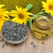 Seeds and sunflower oil, sunflower flowers close-up. horizontal — Stock Photo