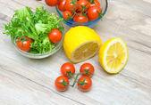 Lemon, cherry tomatoes and lettuce Friese — Stock Photo
