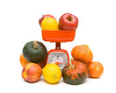 Fruits, vegetables and kitchen scale on white background — Stock Photo