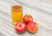 A glass of juice and red apples closeup — Stock Photo