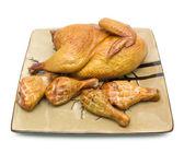 Affumicato di pollo su un piatto su sfondo bianco — Foto Stock