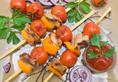 skewers of meat and vegetables. horizontal photo. — Stock Photo