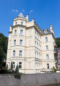 A yellow building in the Neo Gothic style. Karlovy Vary. Czech R — Stock Photo
