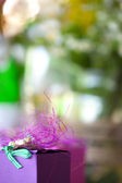 Purple gift box close-up with blurred abstract background — Stock Photo
