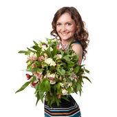 Портрет довольно брюнетка Холдинг букет цветов — Стоковое фото