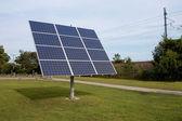 вращающийся солнечных панелей — Стоковое фото