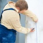Worker using measurement tape — Stock Photo