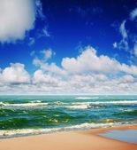 Summer beach and seascape — Stock Photo
