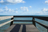Jetty pontoon luc sur mer — Stock Photo