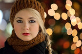 Winter portrait of a beautiful girl — Stock Photo