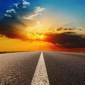Camino a la espectacular puesta de sol — Foto de Stock