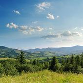Céu nublado sobre montanhas. ucrânia, cárpatos — Foto Stock