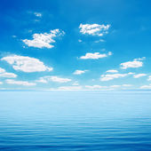 Blue sea and cloudy sky — Stock Photo