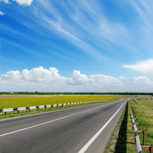 Asphalt road to cloudy horizon — Stock Photo
