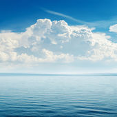 Blue sea and cloudy sky over it — Stock Photo