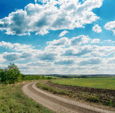 Winding rural road to cloudy horizon — Stock Photo